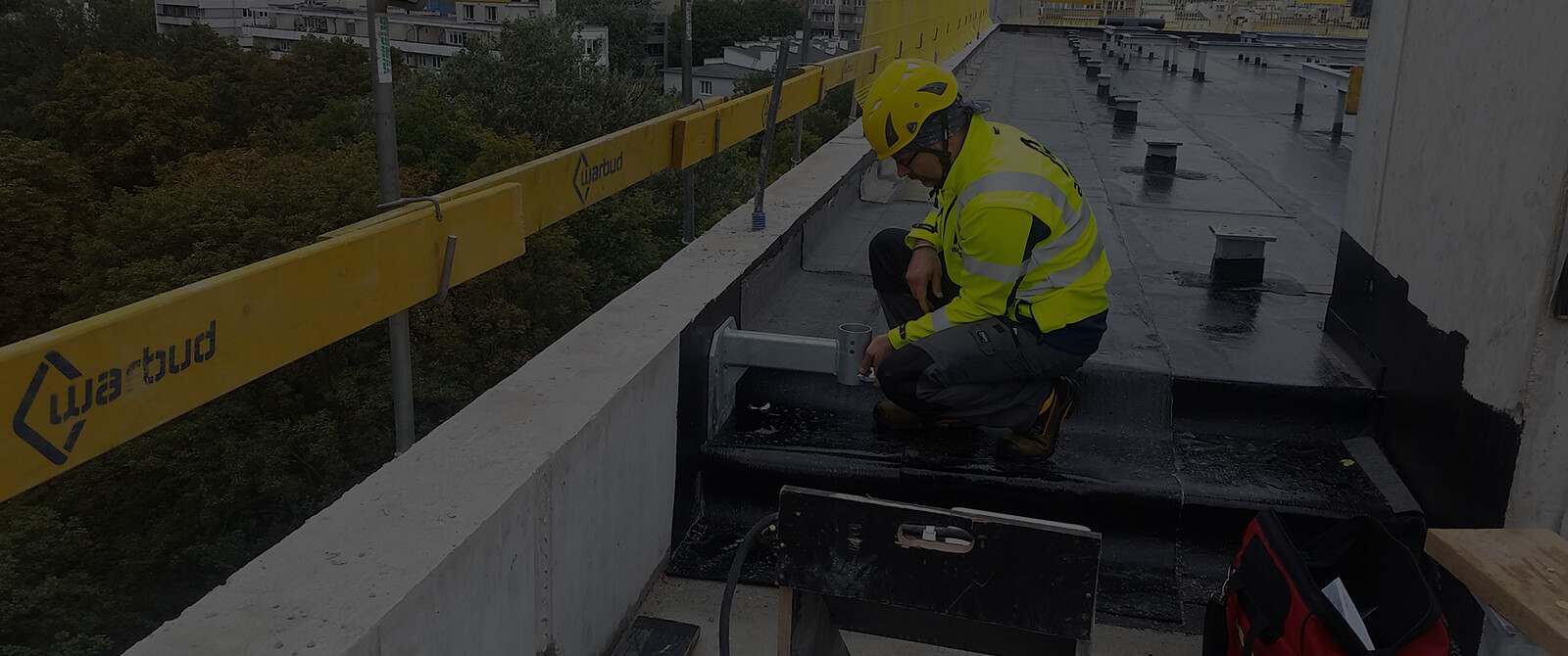 Accent- installation of fall protection system